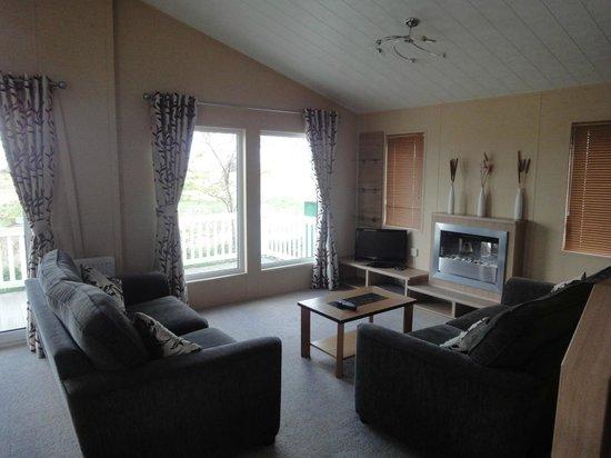Kessingland Beach Holiday Park - Park Resorts: Lounge