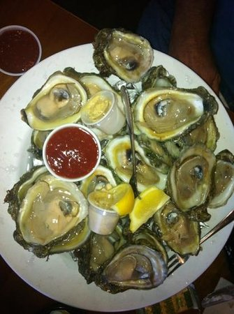 Lock 'N Key Restaurant & Pub: Raw oysters