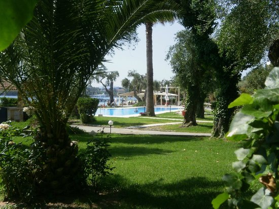 Elea Beach Hotel: Hotel & grounds