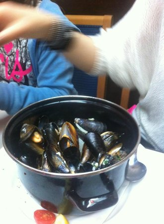 Belgian Cafe: 1 kilo of muscles