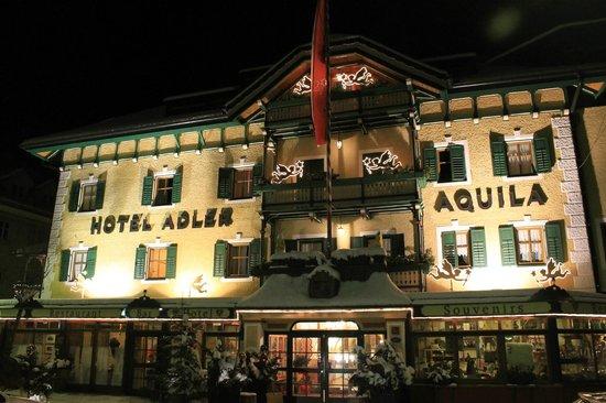 Hotel Adler: Vista notturna