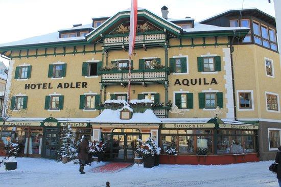 Hotel Adler: Vista dell'hotel da fuori
