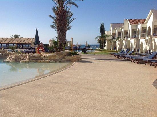 Princess Beach Hotel: So clean pool area