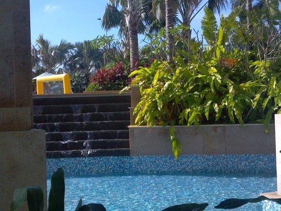 Crowne Plaza Resort Sanya Bay: pool area