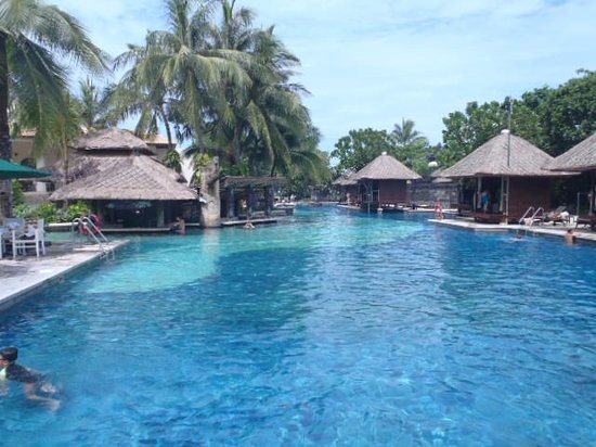 Hard Rock Hotel Bali: プールの雰囲気