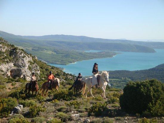 Entrechaux, Frankreich: la vue imprenable sur le lac de ste croix