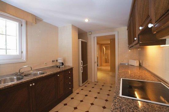 Alanda Club Marbella: Cocina de los apartamentos