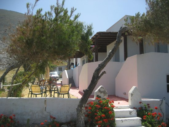 Acropole Sunrise Hotel: Hotel from the courtyard