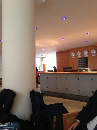 Hotel Cascade Louise: hall