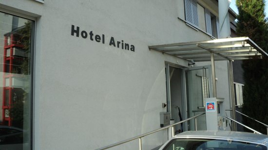 Hotel Arina : Outside entrance