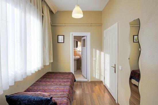 Nobel Hostel: Room