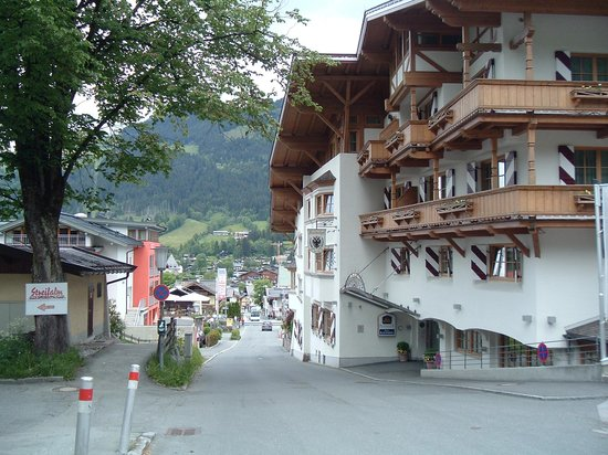 BEST WESTERN PREMIER Kaiserhof Kitzbühel: View of Kitzbuhel from hotel