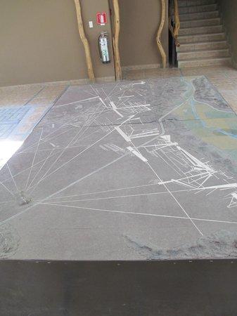 Casa Andina Standard Nasca: Maquette des lignes de Nazca dans le lobby