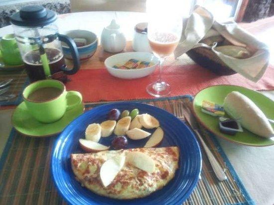 Taura'a Hotel: 朝食のオムレツ