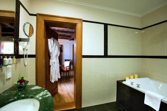 Golden Well Hotel : Bathroom