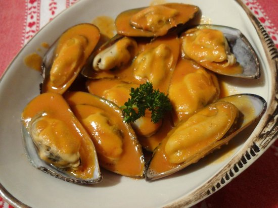 Kamahi Cottage: New Zealand Green-lipped Mussels with a Thai coconut cream sauce