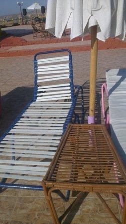 Aida Hotel Sharm El Sheikh El Hadaba : multichoice brokensun loungers . the place is empty