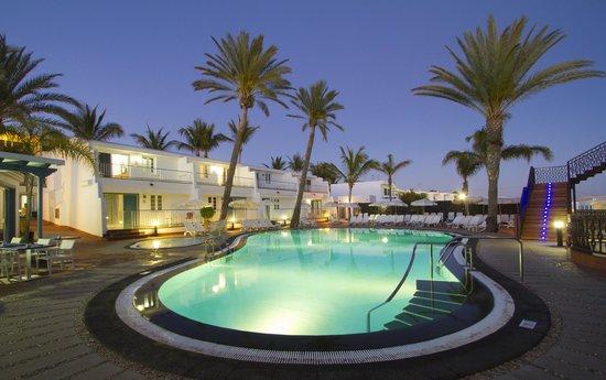 Apartamentos Fariones: Pools