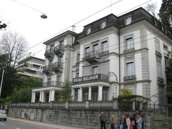 Hotel Beau Sejour Au Lac: Вид на отель