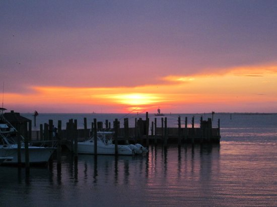 The Villas of Hatteras Landing : sunset at marina