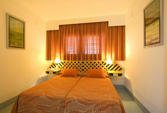 Suite Hotel Fariones Playa : dormitorio