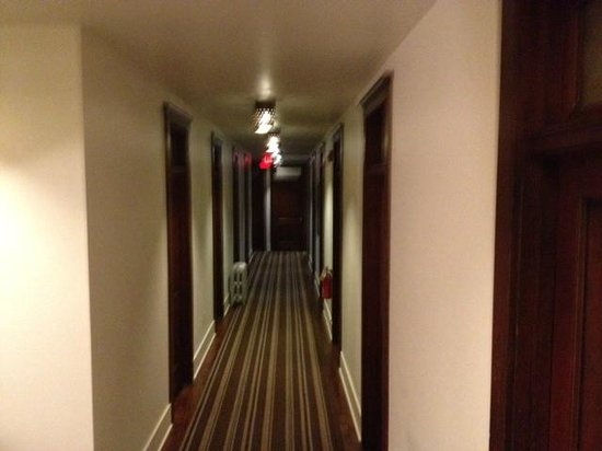 Commodore Hotel: our hallway