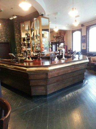 Norbiton and Dragon: Nice pic of the bar