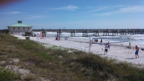 Jacksonville Beach: General scene showing vollyball and pier