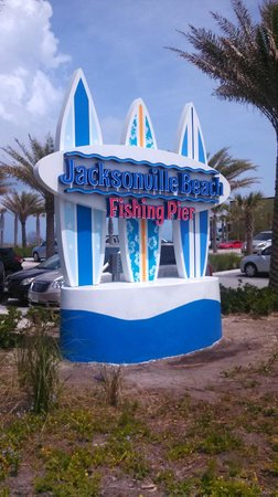 Jacksonville Beach: Entrance to the pier.