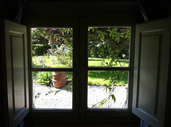 Villa La Lodola: window of the room
