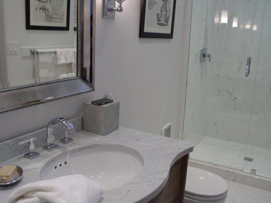 Blue Door Inn: Bathroom Windsor Room