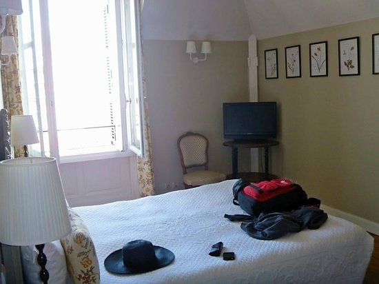 Hotel Edouard VII : Our Hotel Room