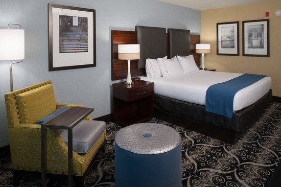 Holiday Inn Express Hotel & Suites Kansas City Airport: King Room