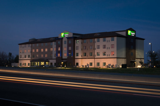 Holiday Inn Express Hotel & Suites Kansas City Airport: Hotel