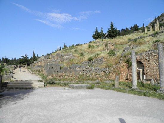 Delphi, temple of Apollo - Picture of Delphi Ruins, Delphi ...
