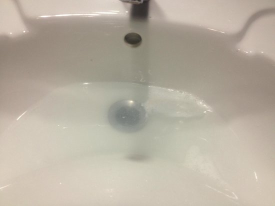 Village Hotel Manchester Ashton: Blocked sinks in the accessible chaging rooms