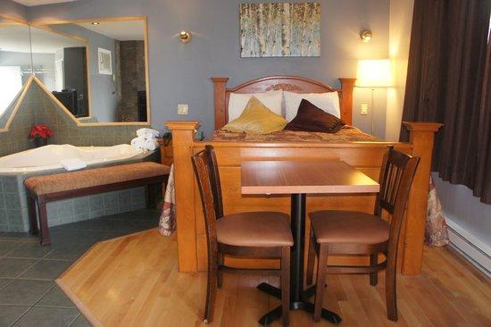 Motel Clair-Mont : queen suite with jaccuzzi