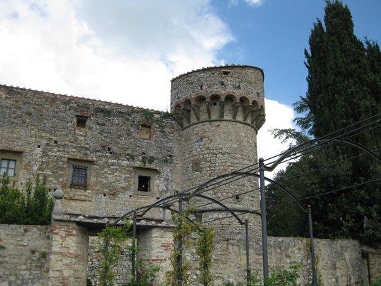 Castello di Meleto : Blick auf einen Eckturm des Castello die Meleto, vom Garten her