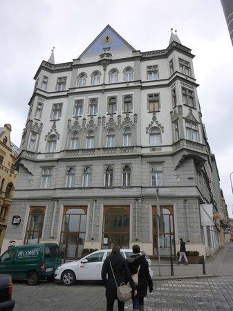 Czech Inn: Außenansicht, schöner Altbau