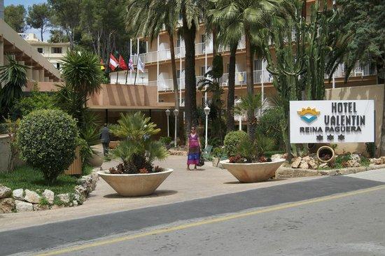 Valentin Reina Paguera: La entrada del hotel