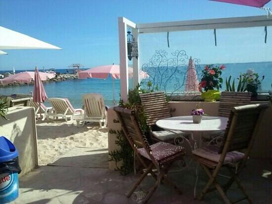 Photo of Mediterranean Restaurant La plage des iles at Bd Charles Guillaumont, Juan-les-Pins, France