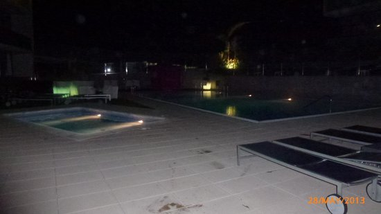 Four Elements Suites : The out door pool area in the evening is not illuminated with lights but is isolated.