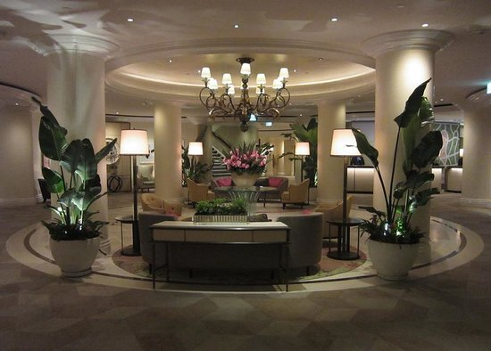 The Beverly Hills Hotel: The lobby is so beautiful it looks unreal