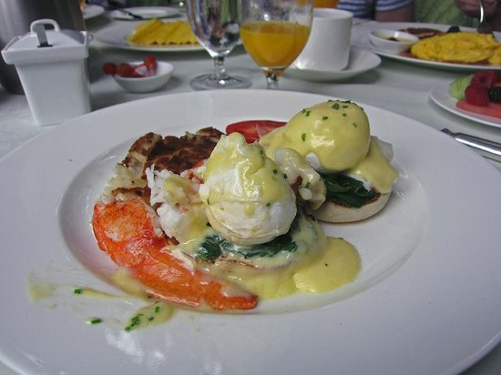 The Beverly Hills Hotel: Eggs benedict with lobster!  Generous amount of lobster