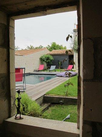 Un Banc au Soleil : View into the garden