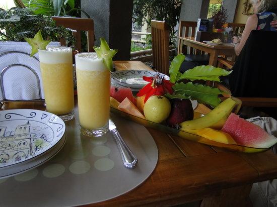Pura Vida Hotel: Part of our delicious breakfast