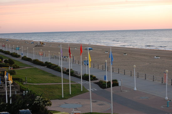 Travelodge Virginia Beach: morning view from my balcony