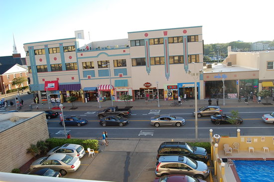 Travelodge Virginia Beach: view of the street from the other side of the hotel