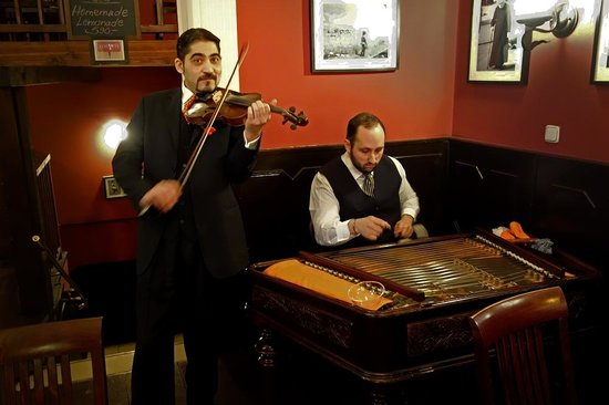Rose Restaurant : Billy Farkas (violin) and Jeno Lisztes (cymbalon)