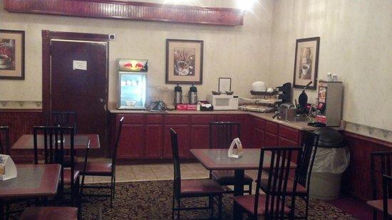 Econo Lodge Evansville: Breakfast Room